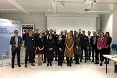 Die Expertinnen und Experten des Workshops posieren für ein Gruppenbild.