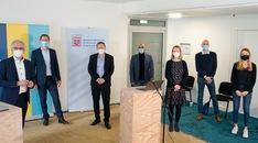 Dieses Bild zeigt die Teilnehmerinnen und Teilnehmer der Pressekonferenz zur Veröffentlichung der Machbarkeitsstudie.