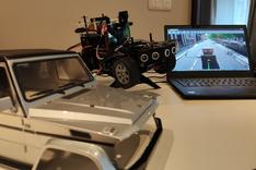 Dieses Bild zeigt einen Blick unter die Haube des von PASS entwickelten Geländewagen-Demonstrators.