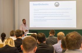 Lutz Ashauer bei seiner Präsentation bei dem Workshop von SmartOrchestra