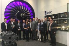 Die deutsche Delegation der Asia Roadshow bei ihrem Besuch in der Modellfabrik ARTC