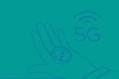 Dieses Bild zeigt eine Hand mit einem Kompass. Daneben der Begriff 5G, von dem Funkwellen ausgehen.